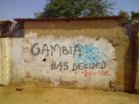 Wand mit politischem Spruch #Gambia has Decided